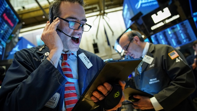 Stocks Close Higher, S&P 500 Hits 3,000 for First Time as Fed Chief Signals Rate Cut Ahead