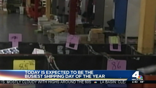 Postal Service Braces for Busiest Mailing Day - NBC Chicago