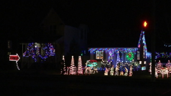 ditto light display goes viral in michigan city - Christmas Light Show Michigan