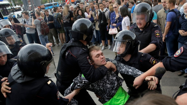 Hundreds Detained Across Russia for Protesting Corruption on Russia Day