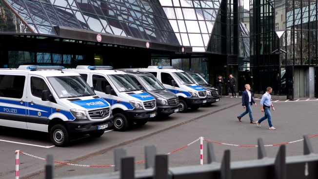 Police Raid Deutsche Bank Offices in Money Laundering Case Related to 'Panama Papers'