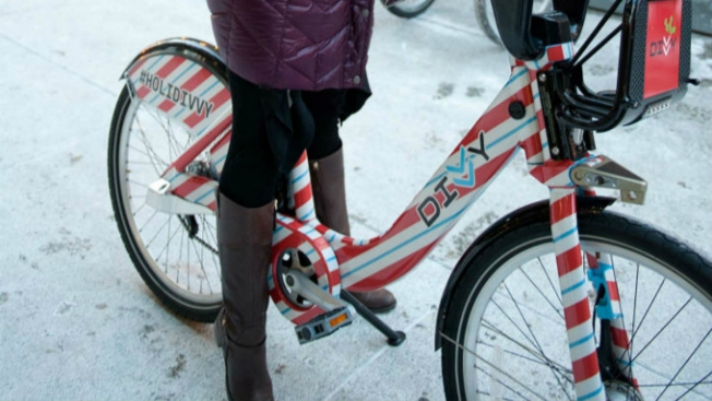Divvy Releases Holiday-Themed Bike in Chicago