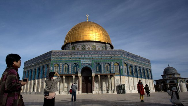 Israeli government removes metal detectors; installs cameras at al-Aqsa Mosque entrance