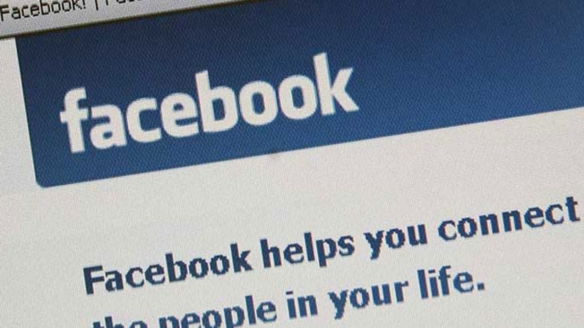 Illinois Man Files Lawsuit After Facebook Photos Lead to Arrest