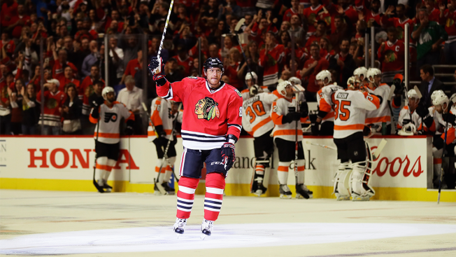 Hossa's 500th Goal Helps Blackhawks Beat Flyers 7-4