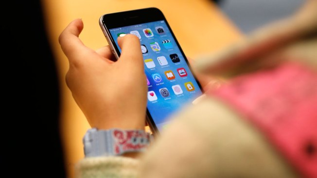 now is the worst time to buy a new iphone nbc chicago