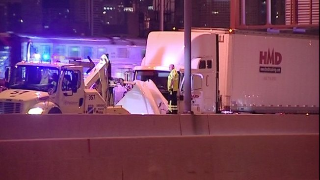 Wrong-Way Driver Crashes With Truck on Kennedy Expressway