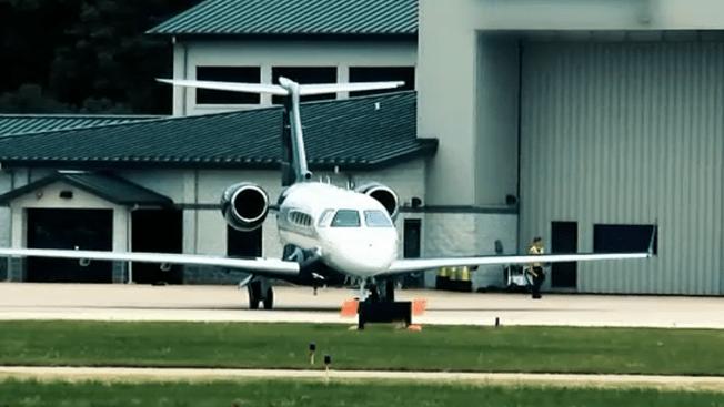 Pritzker Vetoes Tax Break for Private Jet Manufacturers