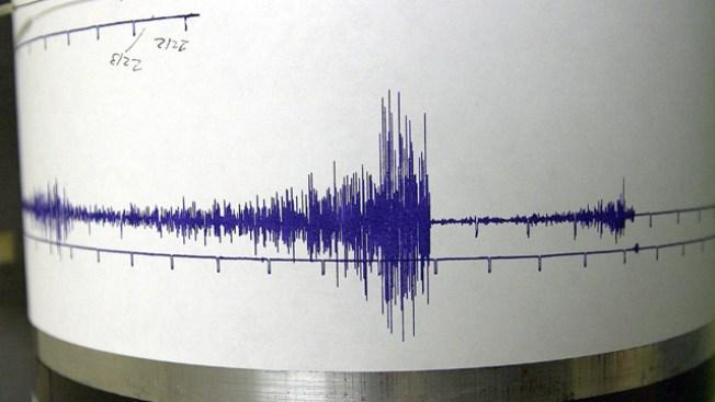 7.6 Quake Hits Near Philippines, Spurs Small Tsunami