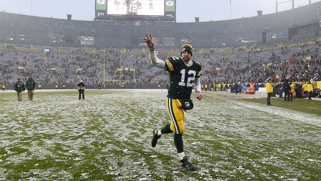 Rodgers, Packers Look to Keep Roll Going Against Bears
