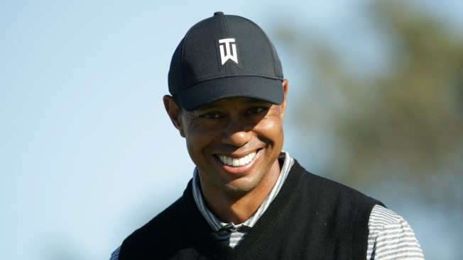 Woods Shows Up in Chicago After Oblique Strain