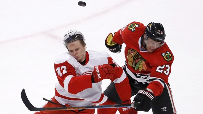 Blackhawks Look to Best Stumbling Bruins Sunday