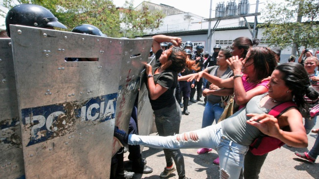 Venezuela AG Says 68 Dead After Riot, Fire at Police Station