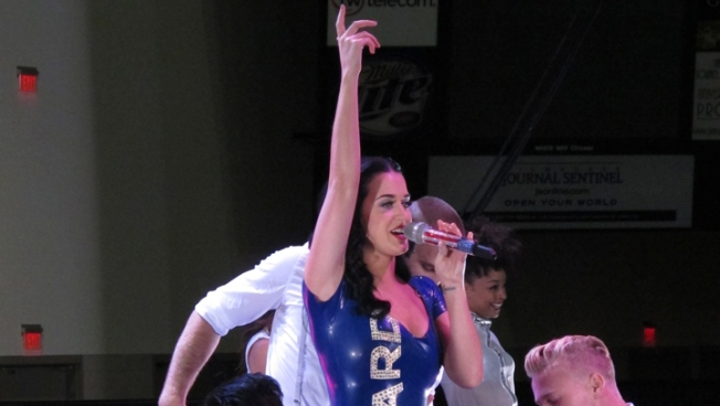 Katy Perry Wears Dress with Obama Slogan at Rally
