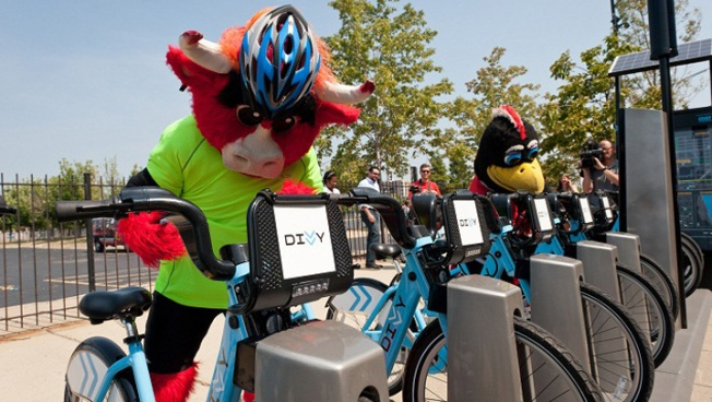 Divvy Unveils United Center Bike Station