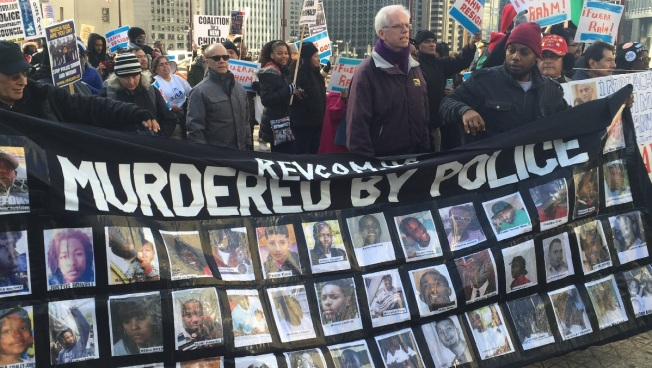 Demonstrators Take to Michigan Ave. on Christmas Eve Over Laquan McDonald Shooting