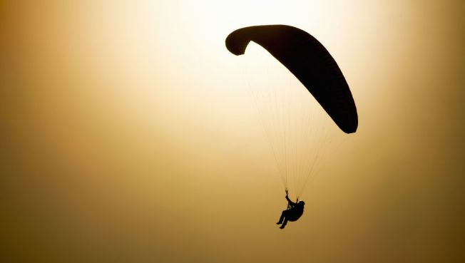 Man Parachutes Off Loop High-Rise