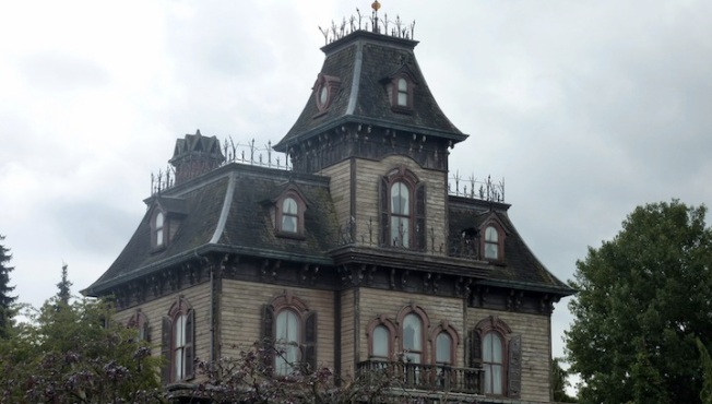 "Survey Says: Most People Would Buy A ""Haunted House"" (For A Price Reduction)"
