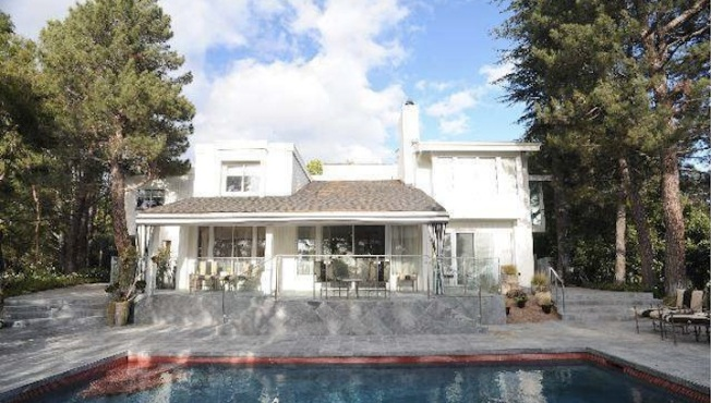 "Home of Janet Leigh, Famous For ""Psycho"" Shower Scene, Hits Market"