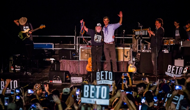 O'Rourke Offers Blue Vision for Red Texas at Willie Nelson Show
