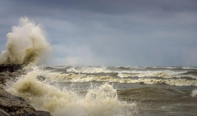 Community Seeks to Spread Sand on Eroding Beach Along Lake Michigan