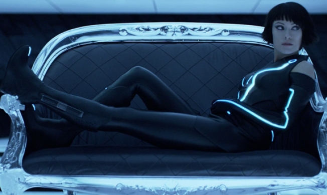"Olivia Wilde Dishes on How Awesome ""Tron"" Bodysuit Is"