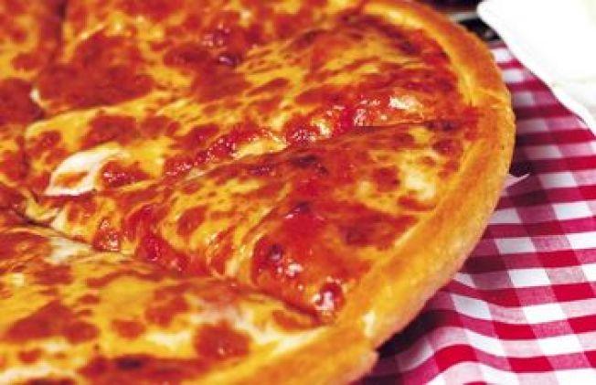 Veteran Serves Pizza to Patriots