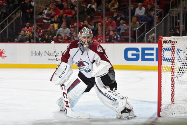 Varlamov Makes 54 Saves as Avalanche Shutout Blackhawks 2-0