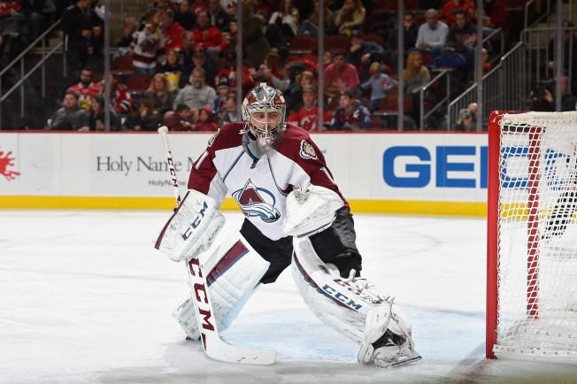 Varlamov Makes 54 Saves as Avalanche Shutout Blackhawks 2-0