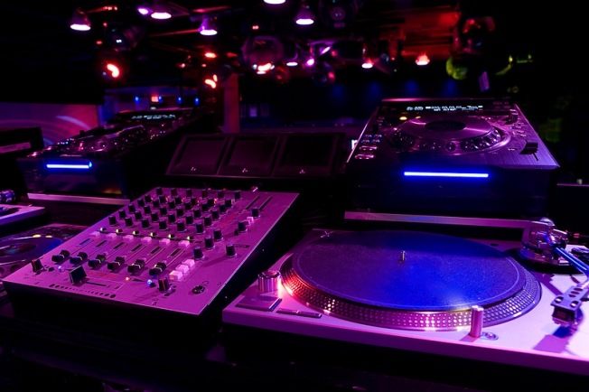 Relive Your '80s Club Nights With DJ Jesse De La Pena at Rednofive
