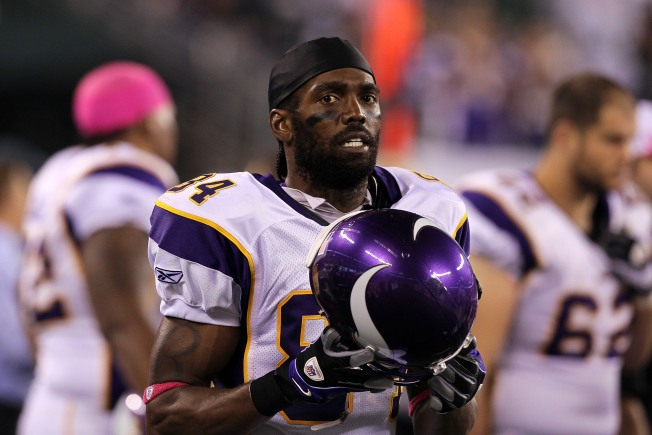 Faded Superstar Randy Moss Hangs Up Cleats