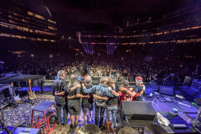 Thousands Arrive in Chicago for Final Grateful Dead Shows