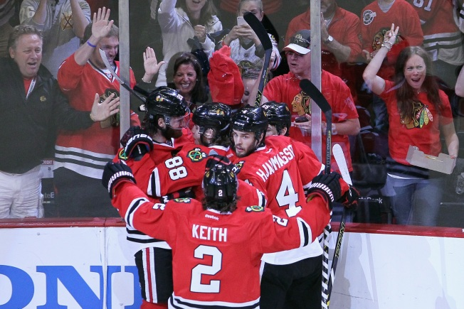 Kane's Shootout Goal Leads Hawks Past Lightning 3-2