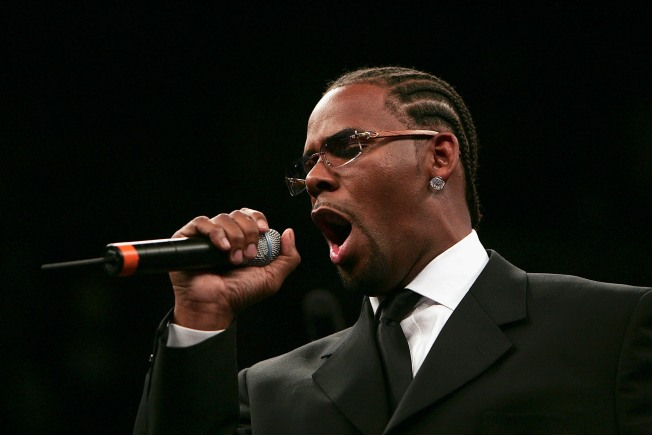 R. Kelly Falls Ill, Cancels Appearances