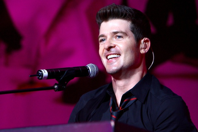 Robin Thicke to Perform at Macy's
