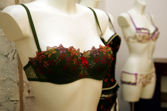 """Lose 10 Pounds"" With a Proper Bra Fitting at Isabella Fine Lingerie"