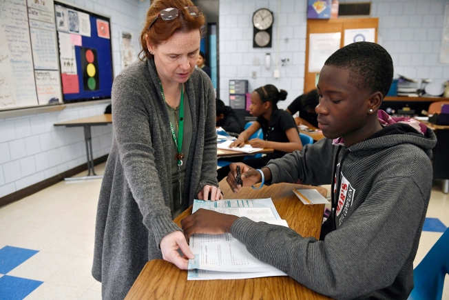US Schools Try to Diversify Mainly White Teaching Ranks