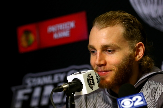 Patrick Kane Distracted by Taylor Swift at Hawks Game
