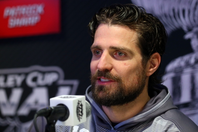 Patrick Sharp Rents Out Lakeview Mansion