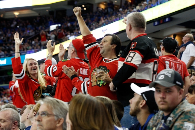 Lightning Threatened to Cancel Fan's Season Tickets if Sold to Hawks Fans: Report