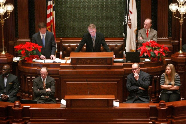 House Approves Bill to Block Illinois Lawmaker Pay Raise