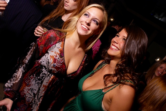 Young Pros Networking Party Equals Hot Chicks, Free Booze