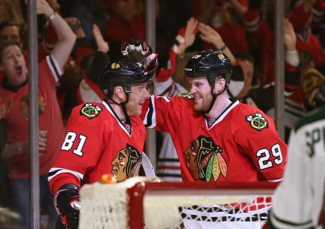 Hossa, Bickell Goals Lead Blackhawks Past Wild