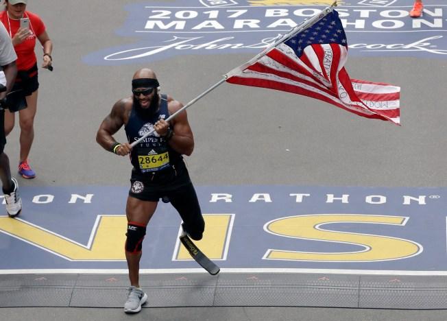 Marine Who Lost Leg Runs Marathon With US Flag