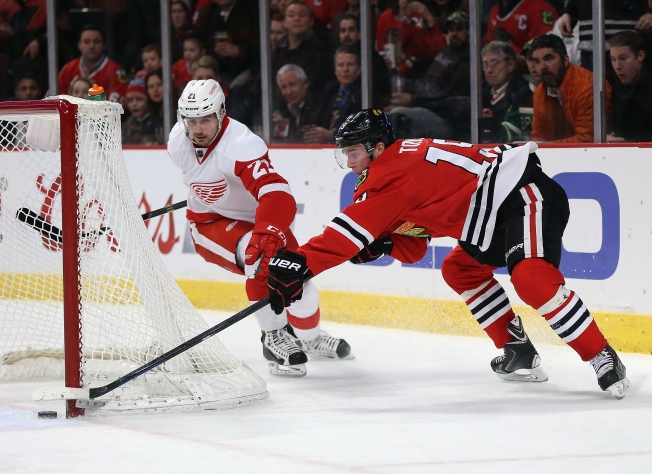 Red Wings Use Tatar Shootout Goal to Stun Blackhawks