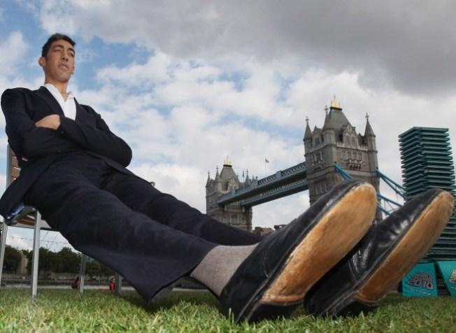 Guinness Crowns World's Tallest Man