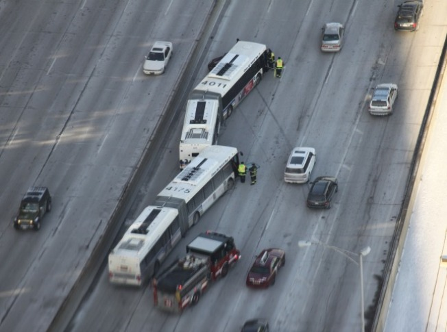 Bus Accident Closes Lake Shore Drive