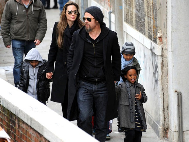 Scoop: Jolie Reportedly Reunites with Dad