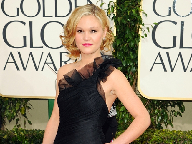 Julia Stiles Recounts Being Stranded In Cuba