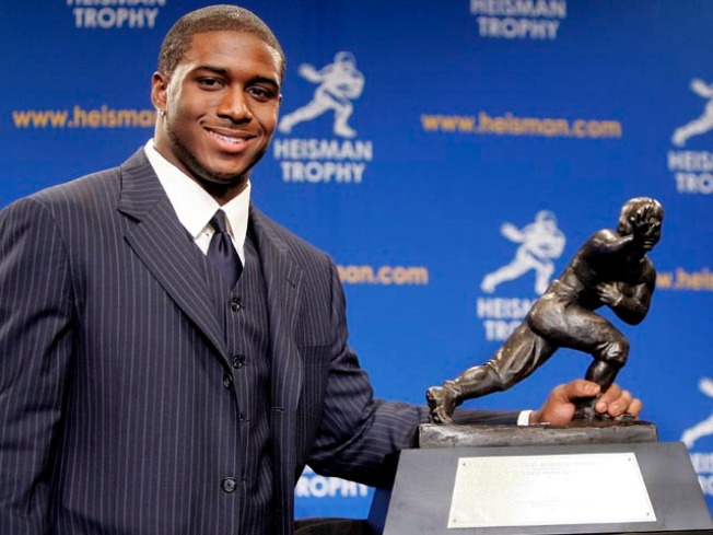 Heisman-less Reggie Bush Breaks Leg